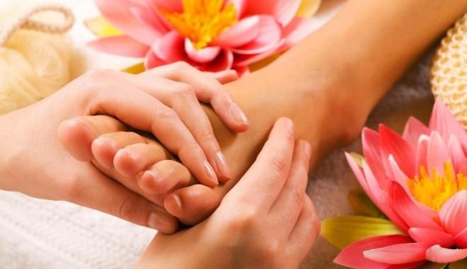 6 bước massage chân giúp bạn cải thiện sức khỏe sau những ngày làm việc mệt mỏi.
