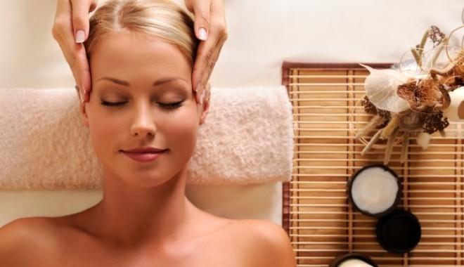 7 bước massage mặt thần thánh mà spa nào cũng phải biết.